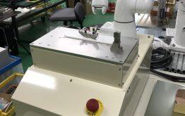 小型ロボットによる菌の画線作業を自動化